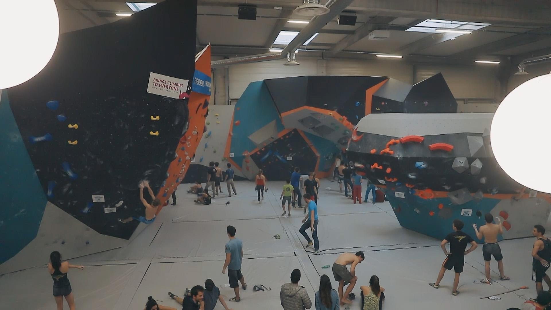 Vertical Art salle d'escalade de bloc partout en France