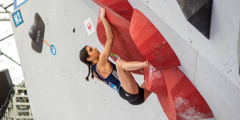 Fanny gibert / coupe du monde d'escalade de bloc
