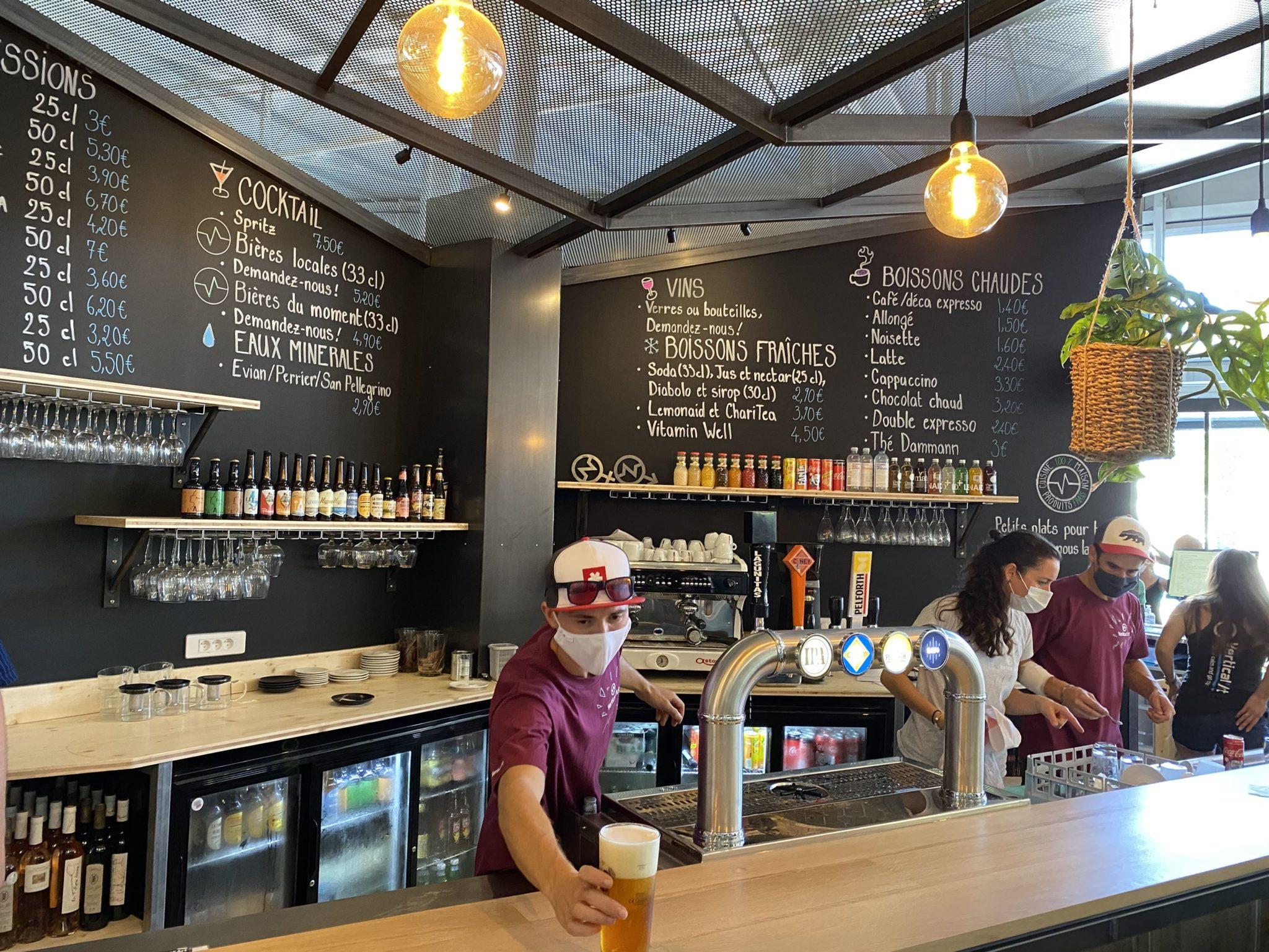 Restaurant et bar de la salle d'escalade Vertical'Art Toulon. Var. Cote d'Azur.