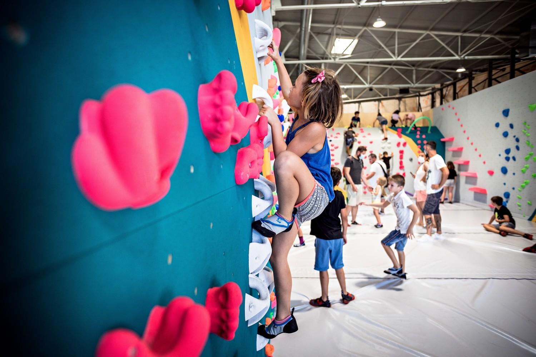 stages d'escalade pour enfants pendant les vacances de la Toussaint, inscrivez-vous dans la salle Vertical'Art de votre choix
