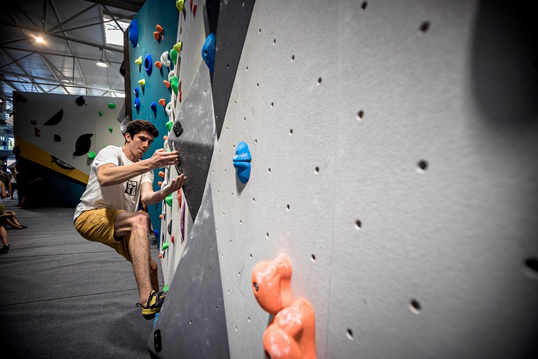 Le masque de l'espoir pour une réouverture des salles de bloc : l'idée de Décathlon pour venir en aide au monde du sport