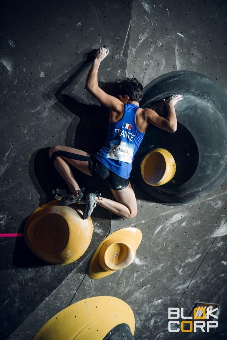 Oriane est la seule grimpeuse française à avoir atteint la finale de la Coupe du monde de bloc de Meiringen, une sacrée performance pour le jeune espoir du team Vertical'Art