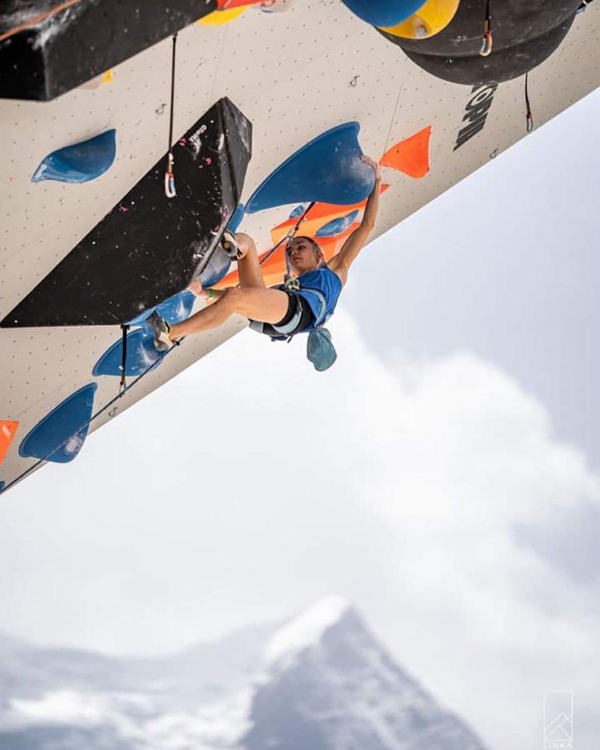 Nos grimpeuses du teamVertical'Art ont bien représenté nos couleurs lors de la Coupe du monde de difficulté de Chamonix. En photo, Nolwenn Arc (team VA), qui a été exceptionnelle en terminant aux portes de la finale