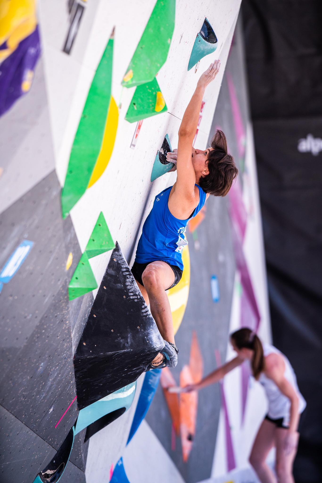 Interview d'Oriane Bertone en vue des Championnats du monde d'escalade 2021. Notre jeune athlète nous livre ses impressions avant de disputer cette compétition très attendue