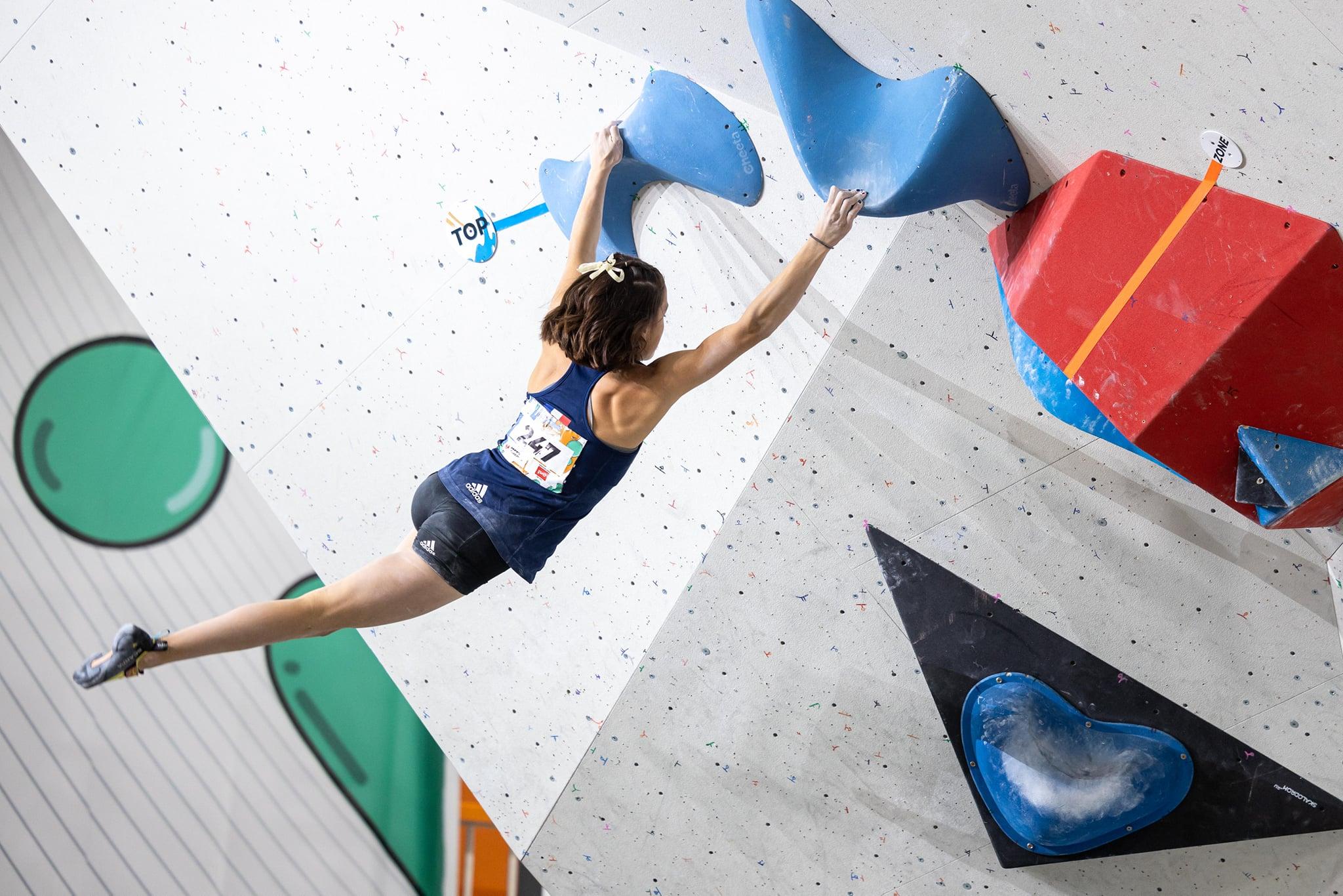 Naïle Meignan et Zélia Avezou sacrées championnes du monde d'escalade en catégories jeunes
