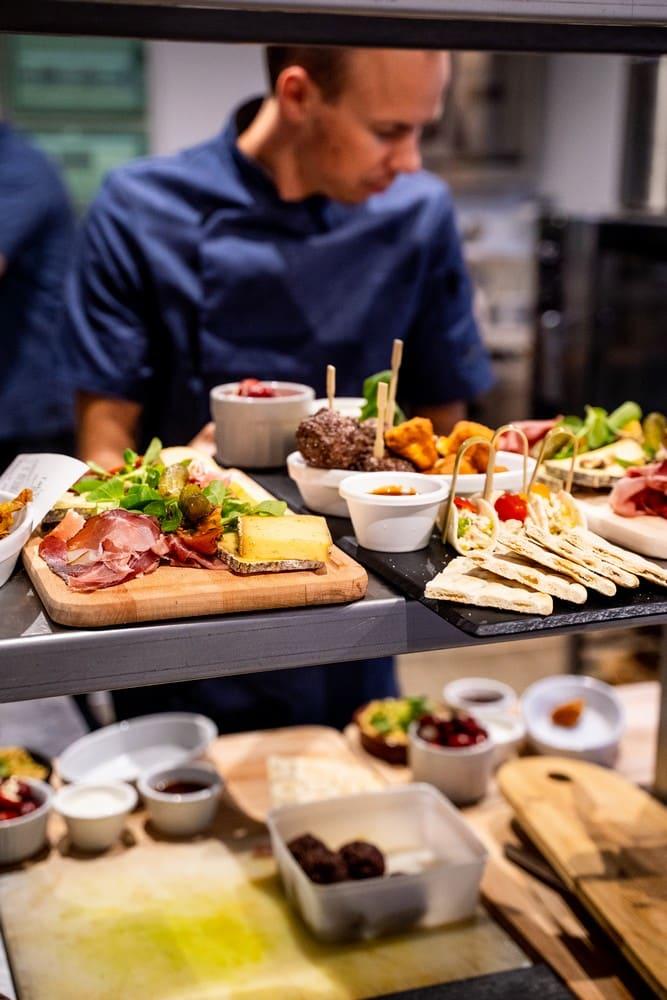 Restaurant bar, planches mixtes, charcuteries fromages, à partager sans modération pendant nos Chill de beer
